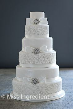 extreme wedding cakes   This six tiered cake was ordered for a extremely beautiful wedding at ...