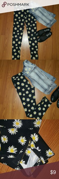 Girl's Daisy Leggings Youth girl's black Leggings with daisy graphics; zippers at ankles; cotton/spandex fabric. Xhilaration Bottoms Leggings