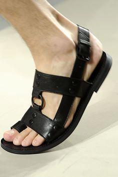Gladiator Sandals For Men, Leather Sandals, Mens Beach Shoes, Male Feet, Huaraches, Bottega Veneta, Shoe Game, Skechers, Leather Men