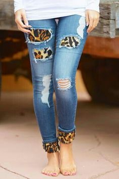 Something Bad Skinny Jeans - Leopard from Closet Candy Boutique. Saved to Closet Candy Boutique. Diy Jeans, Glam Look, Look Chic, Leopard Print Outfits, Leopard Fashion, Estilo Denim, Denim Fashion, Womens Fashion, Retro Fashion