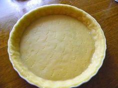 Ingrédients : 150 g de poudre d'amandes 100 g sucre en poudre 250 g farine 85 g beurre ramolli 2 oeufs 1 pincée sel Préparation : Mettre les amandes et le sucre dans le bol et mixer 10 secondes à vitesse 6 Ajouter le reste des ingrédients et pétrir 2...