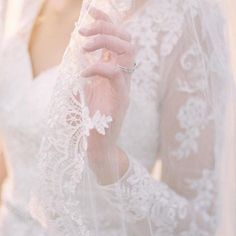 Long Sleeve Wedding Dress With Low Back Plus Wedding Dresses, Western Wedding Dresses, Plus Size Wedding, Bridal Dresses, Long Sleeve Wedding, Wedding Dress Sleeves, Wedding Photography Styles, Photography Poses, Bridal Hair Accessories