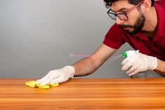 20 Dusting Hacks to Make Your Home Safer Cleaning Wood, Household Cleaning Tips, Cleaning Recipes, House Cleaning Tips, Diy Cleaning Products, Cleaning Solutions, Cleaning Hacks, Cleaning Cabinets, Cleaning Bathrooms
