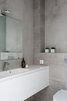 diy home decor ideas Modern Bathroom, Small Bathroom, Inside A House, Lets Stay Home, Bathroom Toilets, Bathrooms, Bathroom Colors, Bathroom Inspiration, Interior Design Living Room
