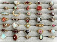 Sehen Sie, wie hübsch all diese Bohème-Ringe sind! See how pretty all these bohemian rings are! Cute Jewelry, Jewelry Box, Jewelry Accessories, Jewelry Design, Jewlery, Jewelry Rings, Vintage Jewelry, Vintage Accessories, Vintage Rings