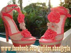 Divinos Crochet Sandals, Knitted Slippers, Crochet Slippers, Crochet Hats, Make Your Own Shoes, Crochet Flip Flops, Shoes Sandals, Dress Shoes, Boot Cuffs