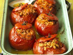 Gefüllte Tomaten aus dem Ofen - smarter - Kalorien: 218 Kcal - Zeit: 30 Min. | eatsmarter.de
