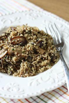 Reteta de mancare de quinoa cu ciuperci se pregateste usor si este ideala pentru o masa vegana sau de post. Quinoa, Meal Plans To Lose Weight, Raw Vegan, Eating Well, Meal Planning, Oatmeal, Veggies, Healthy Eating, Vegetarian