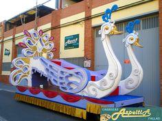 Busca la carroza que necesitas para tu fiesta en http://www.carrozasazpeitia.com . Carrozas Cisnes