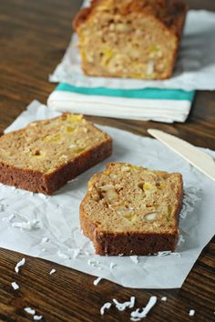 This super moist mango coconut bread is an easy treat that will have you dreaming of tropical vacations! Packed with fresh mango, coconut and macadamia nuts! Desserts To Make, No Bake Desserts, Dessert Recipes, Mango Desserts, Brunch Recipes, Creative Desserts, Bread Recipes, Breakfast Recipes, Mango Bread