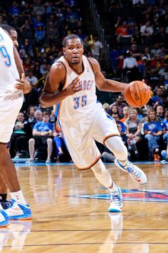 Kevin Durant wearing Nike KD V « Home »