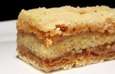 Easily Good Eats: Easy Layered Banana Semolina Cake Recipe Ingredients 3 medium sized bananas (about ½ kg) milk localoffersIcon 1 cup semolina 1 cup flour 1 cup sugar 2 teaspoons baking powder 100 g butter (I used coconut oil) Pinch of salt Banana Recipes, Cake Recipes, Romanian Desserts, Semolina Cake, Healthy Meals For One, Cooking For Two, Food Cakes, Sweet Treats, Cooking Recipes