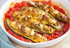 Cukinia faszerowana z kurczakiem curry. PRZEPIS Mozzarella, Vegetable Pizza, Zucchini, Soup, Dinner, Vegetables, Cookies, Diet, Dining
