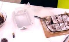 Μπράουνις με σάλτσα καραμέλας Plastic Cutting Board, Entertaining, Cooking, Recipes, Kitchen, Funny, Brewing, Cuisine