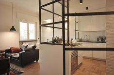 Un appartamento di 70mq, che si trova a Milano in una ziona che sta guadagnando notevole fascino e prestigio, è stato ristrutturato per una giovane coppia. L'appartamento era costituito da una …