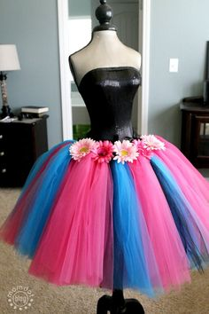 Free Tutu Hairbow Holder Tutorial, step by step free instructions to create a beautiful tutu bowholder for your princess. Step how to make tutu skirt Tutu En Tulle, Diy Tutu Skirt, Diy Dress, Tulle Dress, Dress Up, Tulle Skirts, Tulle Pom, Baby Skirt, Dress Clothes