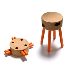 Senta stool | Fernando Brízio - Materia, 2011 || cork and wood pack and carry stool #flat_pack #renewable