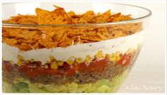 Tacosalat / Nachosalat Frito Taco Salad, Taco Salad Bowls, Easy Taco Salad Recipe, Taco Salad Recipes, Nacho Salat, Layered Taco Salads, Lentil Tacos, Lime Chicken Tacos, Ground Beef Tacos