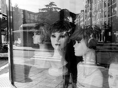 Escala de grises: Espejos y espejismos