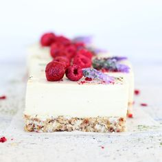 This amazing raw lemon & coconut cheesecake is a nutritionally dense dessert that will serve your health and feed your soul! Brazil nuts, coconut, cashews..