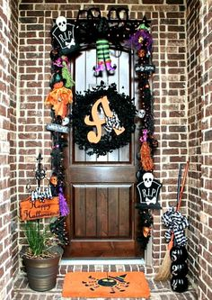 Outdoor Halloween Decorations - I like the little Happy Halloween Sign