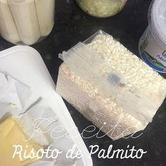 Meninas segue a receita do Risoto de Palmito   2 xícaras de arroz carnaroli ou o arroz de sua preferência para risoto  1/2 cebola ralada  1/2 xícara de vinho branco seco  3 colheres de manteiga  caldo de galinha (usei um copo de caldo de galinha caseiro caso não tenha caseiro use um tablete)  4 xícaras de água quente  250g de nata ou 1 caixinha creme de leite (eu gosto de colocar o fresco)  1 vidro de palmito picado (serve um pouco para decorar)  4 colheres de sopa de parmesão ralado  1…