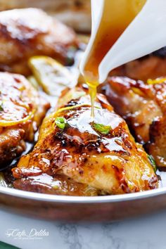 Honey Lemon Garlic Chicken with a crispy skin and a sweet, sticky sauce made up of ingredients you have in your kitchen cupboard! Sticky Lemon Chicken, Honey Chicken Thighs, Honey Lemon Chicken, Baked Chicken, Chicken Potatoes, Chicke Recipes, Chicken Salad Recipes, Turkey Recipes, Dinner Recipes
