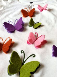 Best 12 Immagine/ stencil or stamped then sewn on butterflies Felt Diy, Felt Crafts, Fabric Crafts, Sewing Crafts, Diy And Crafts, Crafts For Kids, Fabric Butterfly, Butterfly Crafts, Felt Butterfly Pattern