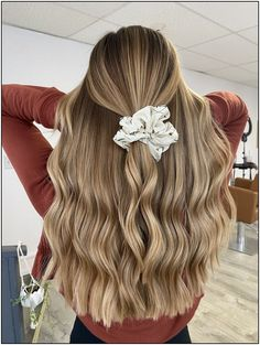 Medium, Beachy Waves with Ombre Highlights - 40 On-Trend Balayage Short Hair Looks - The Trending Hairstyle Easy Hairstyles For Long Hair, Teen Hairstyles, Braided Hairstyles, Easy School Hairstyles, Wand Hairstyles, Hairdos, Straight Hairstyles, Blonde Hair Looks, Brown Blonde Hair