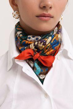 Latest Silk Scarf Ideas Trends for Women in 2018 – Mode Frauen 60 – Scarf Ideas 2020 Ways To Wear A Scarf, How To Wear Scarves, Wearing Scarves, Scarf Knots, Mode Vintage, Vintage Hats, Neck Scarves, Tie Scarves, Hermes Scarves
