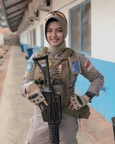Beauty Moslem Soldier from Indonesia Beautiful Muslim Women, Beautiful Hijab, Stylish Girls Photos, Girl Photos, Army Police, Indonesian Girls, Female Soldier, Military Women, Girl Hijab