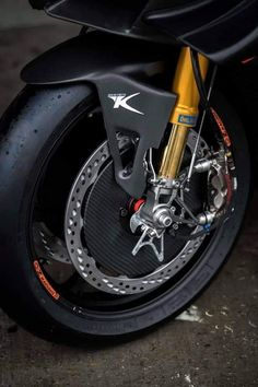Ducati Motorcycles, Cars And Motorcycles, Suzuki Superbike, Triumph Street Triple, Motorcycle Design, Motorcycle Accessories, Sport Bikes, Scrambler, Bikers