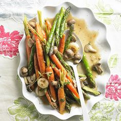 Flash-Braised Vegetable Medley- For a one-pan side dish, saute seasonal vegetables in a flavorful white wine and chicken broth sauce. Baked Asparagus, Asparagus Recipe, Asparagus Ideas, Asparagus Dishes, Vegetable Medley, Vegetable Side Dishes, Thanksgiving Side Dishes, Thanksgiving Recipes, Side Dish Recipes