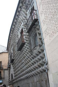 Publicamos la Casa de los Picos, Segovia. #historia #turismo  http://www.rutasconhistoria.es/loc/casa-de-los-picos-segovia