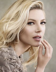 welcome to katheryn winnick daily!we strive you to bring you the best and latest of the very lovely and talented katheryn winnick. Katheryn Winnick Vikings, Beautiful Eyes, Beautiful Women, Looks Pinterest, Actrices Sexy, Canadian Actresses, Summer Makeup, Beautiful Actresses, Pretty Woman