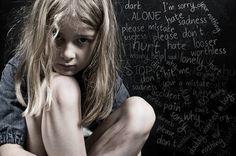 Η συναισθηματική σεξουαλική κακοποίηση είναι μια σχετικά άγνωστη αλλά πολύ συνηθισμένη μορφή κακοποίησης. Δεν περιλαμβάνει ασέλγεια ούτε σωματική βία. Σπάνια αναγνωρίζεται από τους δράστες, από τα θύματα ή από τον περίγυρο ως κακοποίηση. Απεναντίας, ο κόσμος συνηθίζει να τη βλέπει ως «υπερβολική αγάπη» ή ότι «του έχει μεγάλη αδυναμία