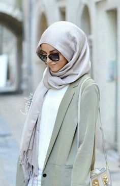 Loose and neutral. Abaya Fashion, Modest Fashion, Girl Fashion, Fashion Outfits, Muslim Women Fashion, Islamic Fashion, Modest Wear, Modest Outfits, Head Scarf Styles
