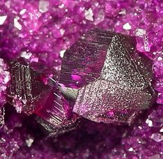 e-Rocks Mineral Auctions - Fine Minerals & Mineral Specimens for sale Minerals And Gemstones, Crystals Minerals, Rocks And Minerals, Stones And Crystals, Gem Stones, Minerals For Sale, Beautiful Rocks, Mineral Stone, Rocks And Gems