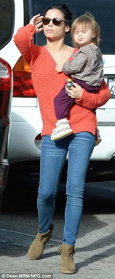Jenna Dewan and daughter Everly Tatum indulge in some retail therapy | Daily Mail Online