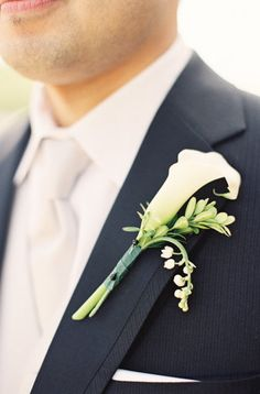 possible boutonniere for the groom! if the bridal bouquet is made up of calla lillies