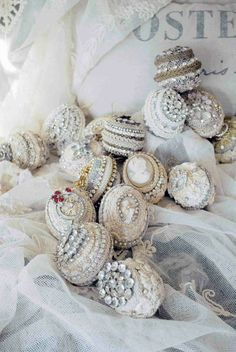 Pasimenterie Ornaments talismans of love to collect