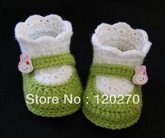 Crochet Bebe Chausson New Ideas Crochet Baby Sandals, Crochet Boots, Baby Girl Crochet, Crochet Baby Clothes, Love Crochet, Crochet For Kids, Baby Knitting Patterns, Crochet Patterns, Baby Sweaters