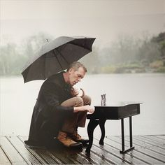 Rainy day photo shoot with Hugh Laurie ©Mary McCartney