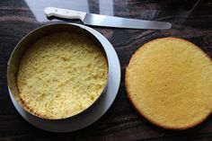 Enkel retrokake med vaniljekrem - Krem.no Cornbread, Oatmeal, Baking, Breakfast, Dessert, Ethnic Recipes, Rome, Millet Bread, The Oatmeal