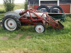 Old Ford tractors 8n Ford Tractor, Tractor Loader, Antique Tractors, Vintage Tractors, Old Farm Equipment, Old Fords, Race Cars, Monster Trucks, Garden