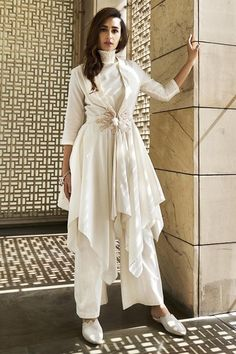 Ivory jacket and tunic set available only on Carma Online Shop. Party Wear Indian Dresses, Designer Party Wear Dresses, Indian Gowns Dresses, Kurti Designs Party Wear, Dress Indian Style, Indian Fashion Dresses, Indian Designer Outfits, Pakistani Dresses, Fashion Outfits