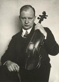#28dic #1963 # fallece Paul Hindemith, compositor, violinista, violista y musicólogo alemán