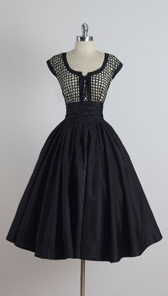 Vintage and Designer Evening Dresses and Gowns - For Sale at - Vintage and Designer Evening Dresses and Gowns – For Sale at Vintage Paul Sachs Dress Vintage 1950s Dresses, Vestidos Vintage, Retro Dress, Vintage Outfits, Vintage Clothing, 1950s Fashion, Vintage Fashion, Club Fashion, Girl Fashion