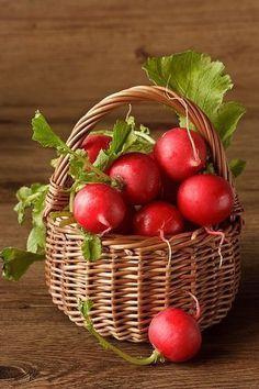 basket of radishes Vegetables Photography, Fruit Photography, Fruit And Veg, Fresh Fruit, Fruits And Veggies, Fruits And Vegetables, Vegetable Painting, Bountiful Harvest, Beautiful Fruits