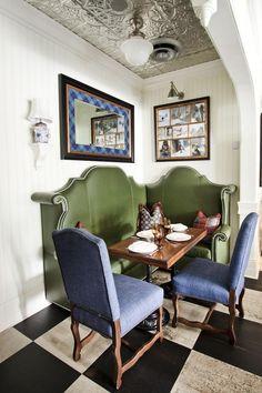 Built-in banquette breakfast nook